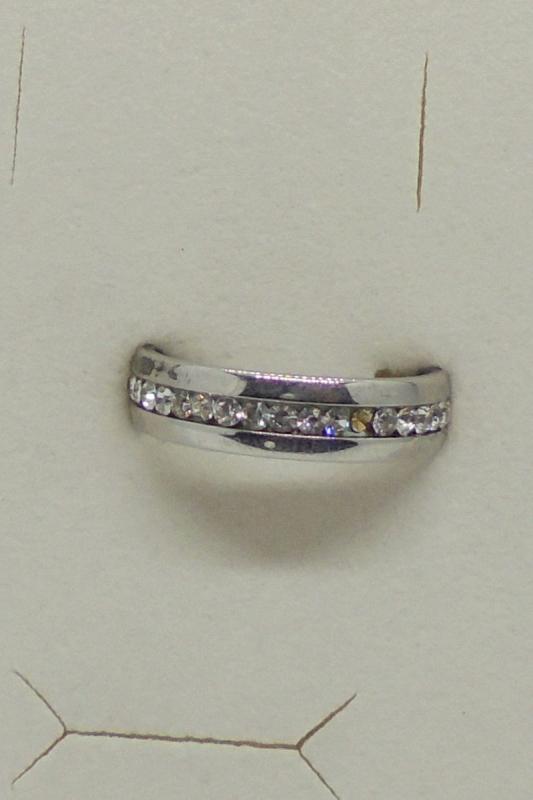 Edelstahl Ring silber mit einreihig umlaufenden Steinen