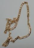 Halskette im Figarostil